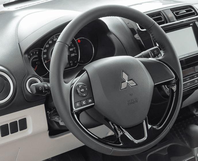Đánh giá xe Mitsubishi Attrage 2018 CVT về vô-lăng a1