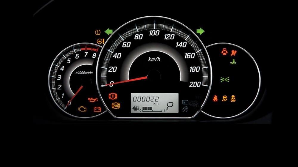 Đánh giá xe Mitsubishi Attrage 2018 CVT về đồng hồ hiển thị 1