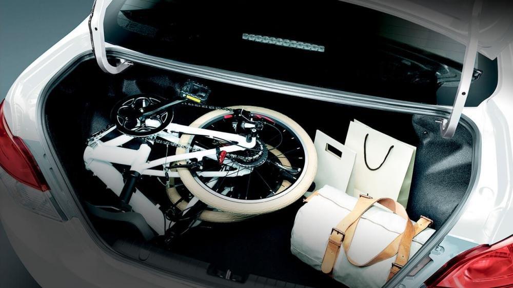 Đánh giá xe Mitsubishi Attrage 2018 CVT: Khoang chứa đồ có dung tích 450L 1