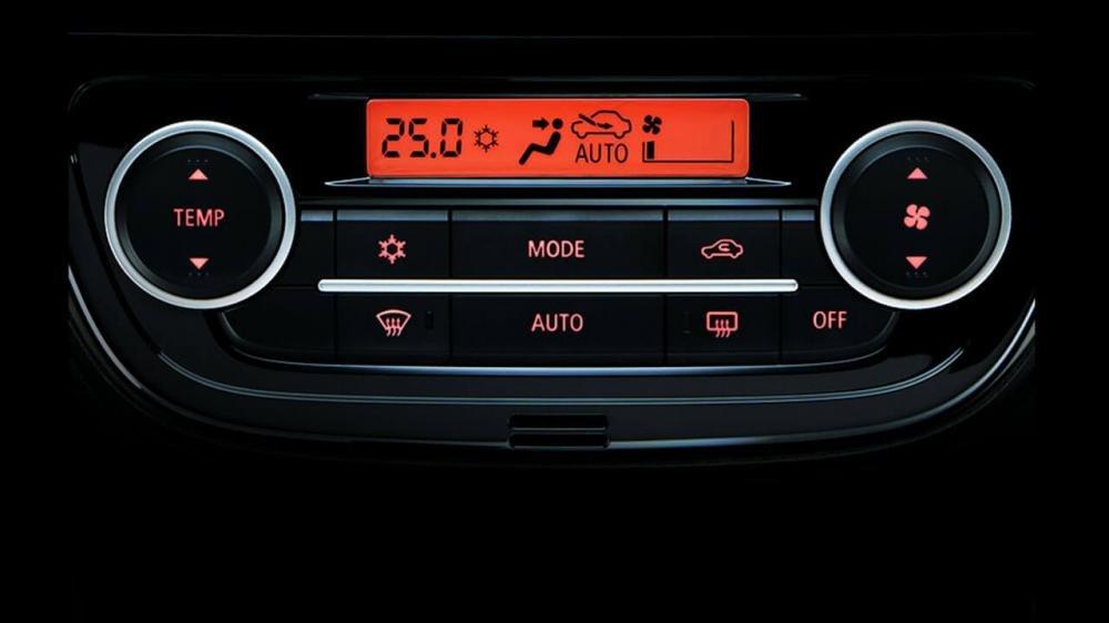 Đánh giá xe Mitsubishi Attrage 2018 CVT: Hệ thống điều hòa tự động 1
