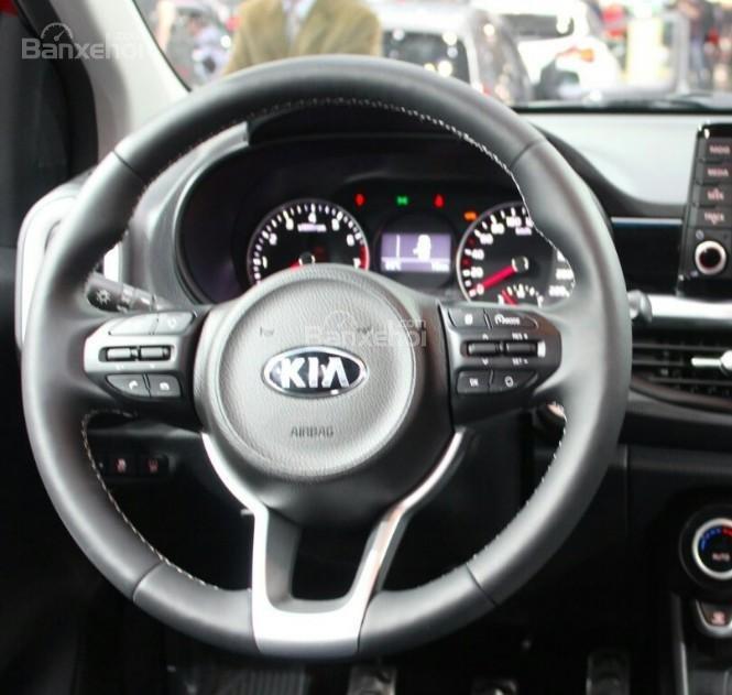 Đánh giá xe Kia Morning 2018: Vô lăng 3 chấu bọc da.