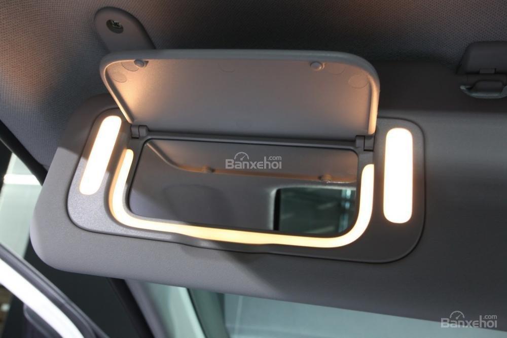 Đánh giá xe Kia Morning 2018: Gương chiếu hậu trong xe.