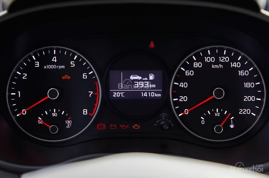 Đánh giá xe Kia Morning 2018: Cụm đồng hồ tái thiết kế.