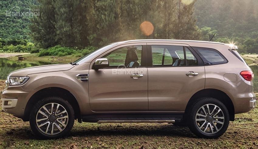 So sánh Ford Everest 2018 mới và cũ