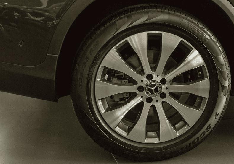 Đánh giá xe Mercedes-Benz GLC 300 4MATIC Coupe 2018: La-zăng hợp kim đa chấu 19 inch 1