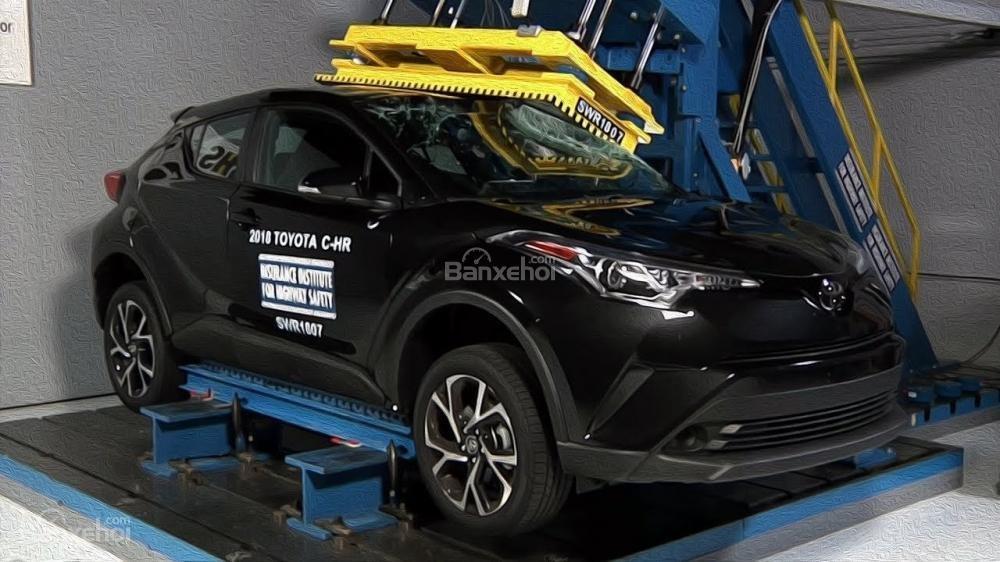 Toyota C-HR để vụt mất chứng nhận mẫu xe an toàn tuyệt đỉnh - 1