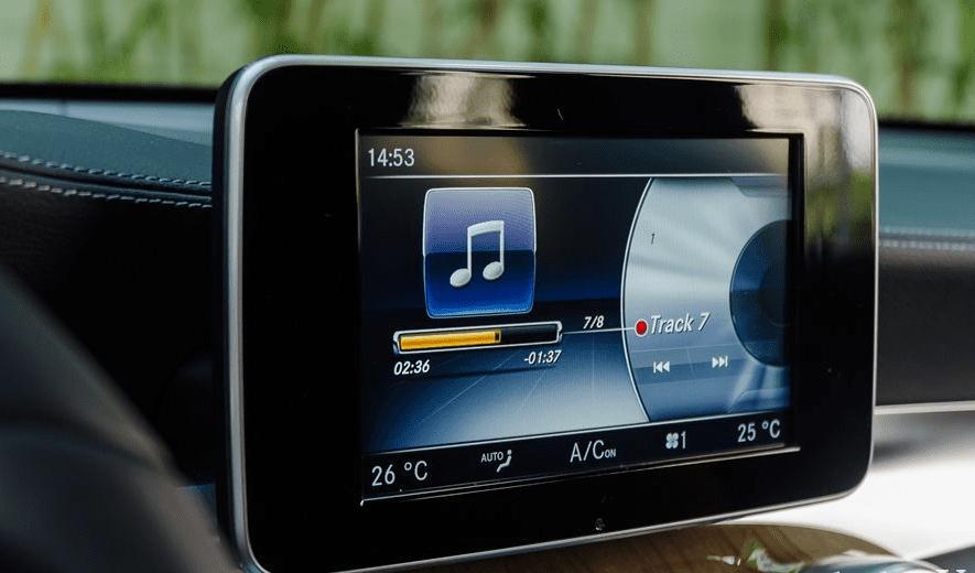 Đánh giá xe Mercedes-Benz GLC 300 4MATIC Coupe 2018: Màn hình giải trí 1