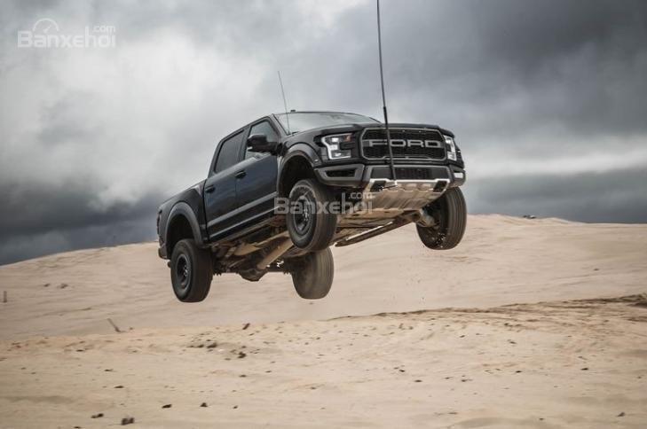 Đánh giá xe Ford F-150 Raptor 2018