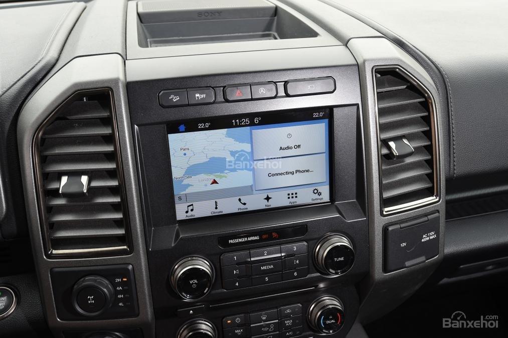 Đánh giá xe Ford F-150 Raptor 2018 về trang bị tiện nghi 6a