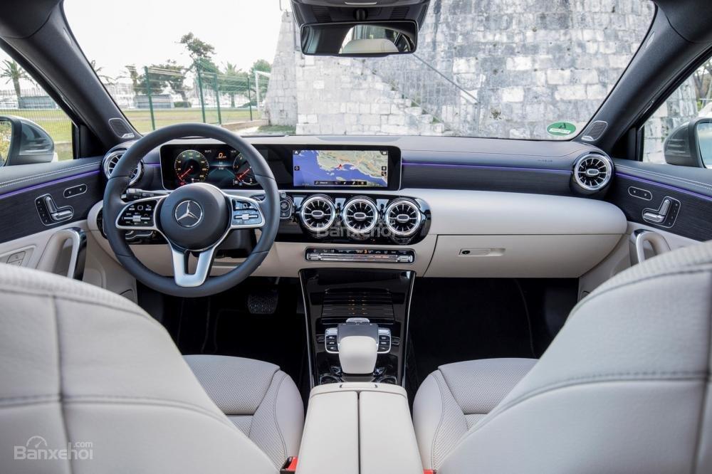 Đánh giá xe Mercedes-Benz A-Class 2019 - táp-lô - 1