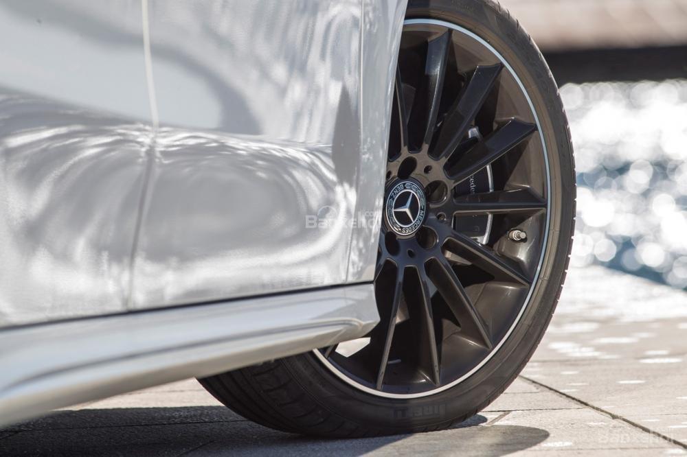 Đánh giá xe Mercedes-Benz A Class 2019 - thân - 2