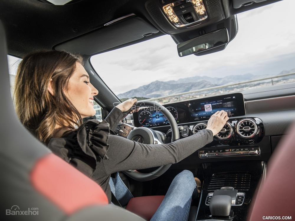 Đánh giá xe Mercedes-Benz A Class 2019 - lái - 1