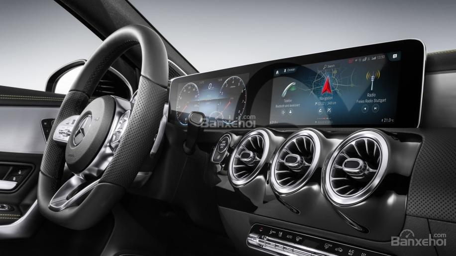 Đánh giá xe Mercedes-Benz A Class 2019 - màn hình - 2