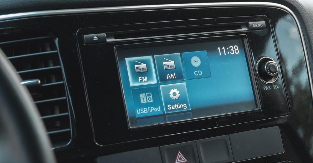 So sánh xe Mazda CX-5 2018 và Peugeot 3008 2018 về hệ thống giải trí.