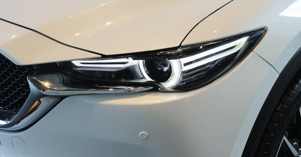 So sánh xe Mazda CX-5 2018 và Peugeot 3008 2018 về đầu xe 5