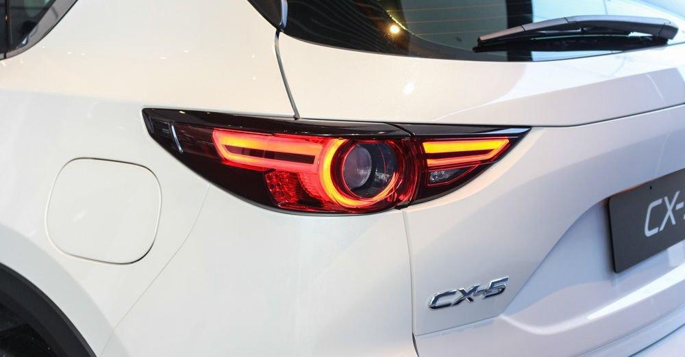 So sánh xe Mazda CX-5 2018 và Peugeot 3008 2018 về đuôi xe 5