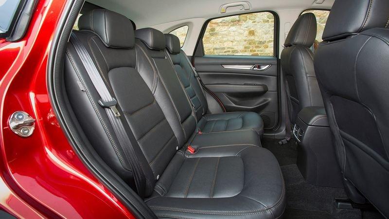 So sánh xe Mazda CX-5 2018 và Peugeot 3008 2018 về ghế xe.