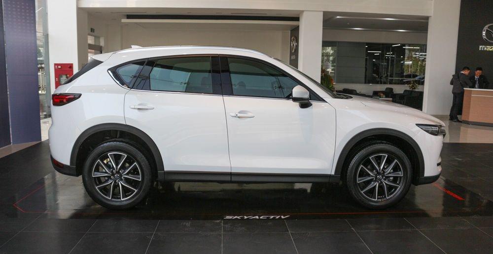 So sánh xe Mazda CX-5 2018 và Peugeot 3008 2018 về thân xe.