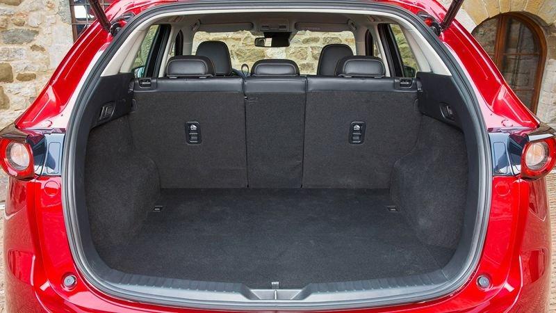So sánh xe Mazda CX-5 2018 và Peugeot 3008 2018 về ghế xe 4