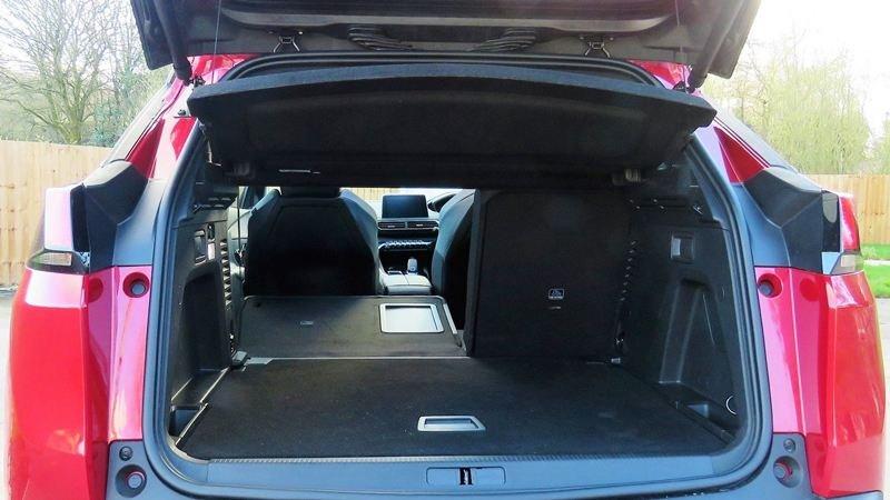 So sánh xe Mazda CX-5 2018 và Peugeot 3008 2018 về ghế xe 6