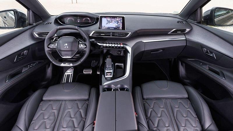 So sánh xe Mazda CX-5 2018 và Peugeot 3008 2018 về nội thất 3