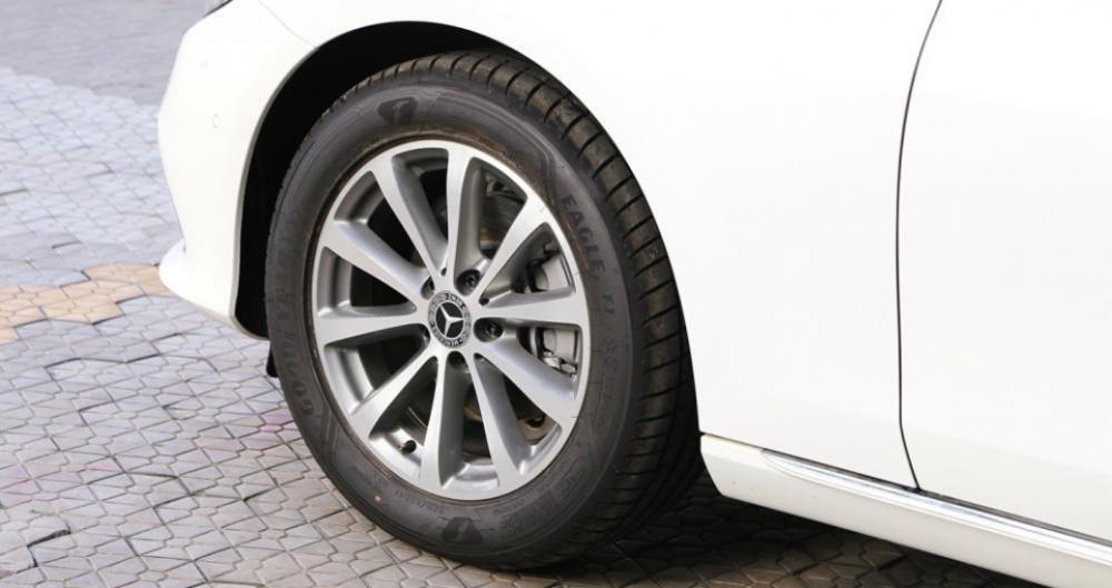 Bộ vành có nan nhỏ trên Mercedes-Benz E-Class