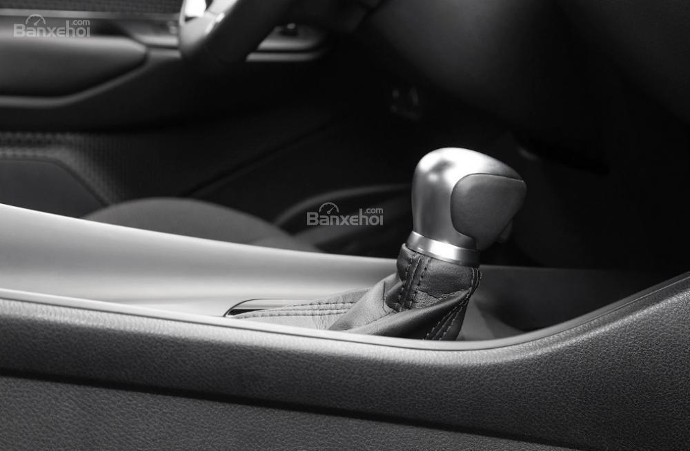 Toyota Corolla 2019 và Toyota C-HR 2019: Chọn hatchback hay CUV? - Ảnh 20.