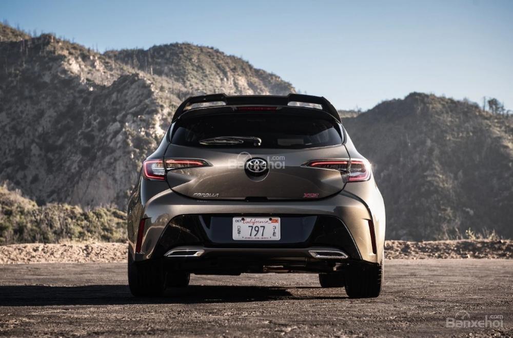 Toyota Corolla 2019 và Toyota C-HR 2019: Chọn hatchback hay CUV? - Ảnh 4.