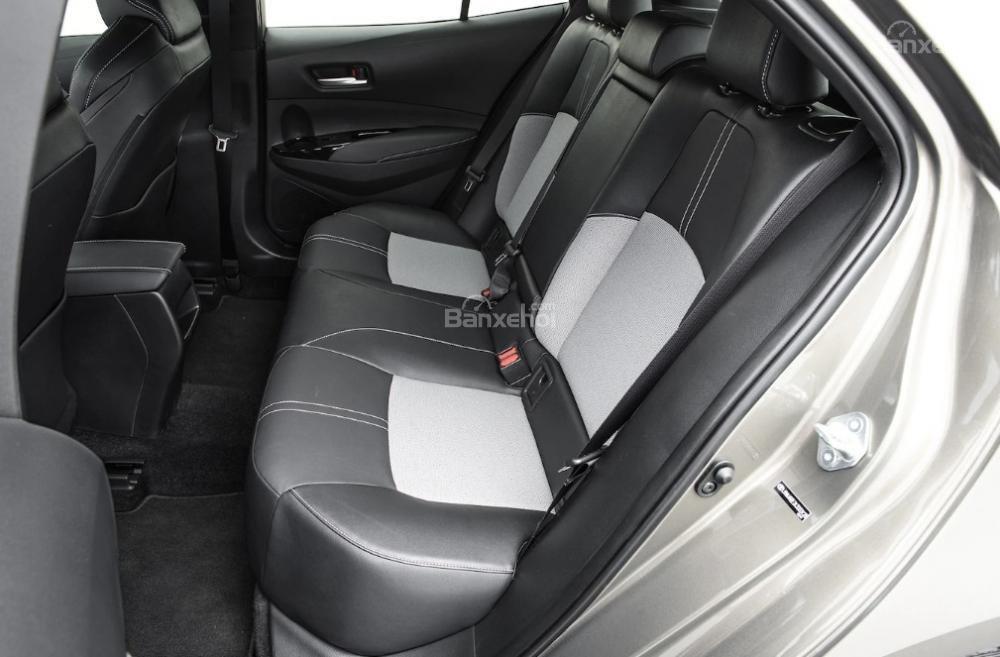 Toyota Corolla 2019 và Toyota C-HR 2019: Chọn hatchback hay CUV? - Ảnh 19.