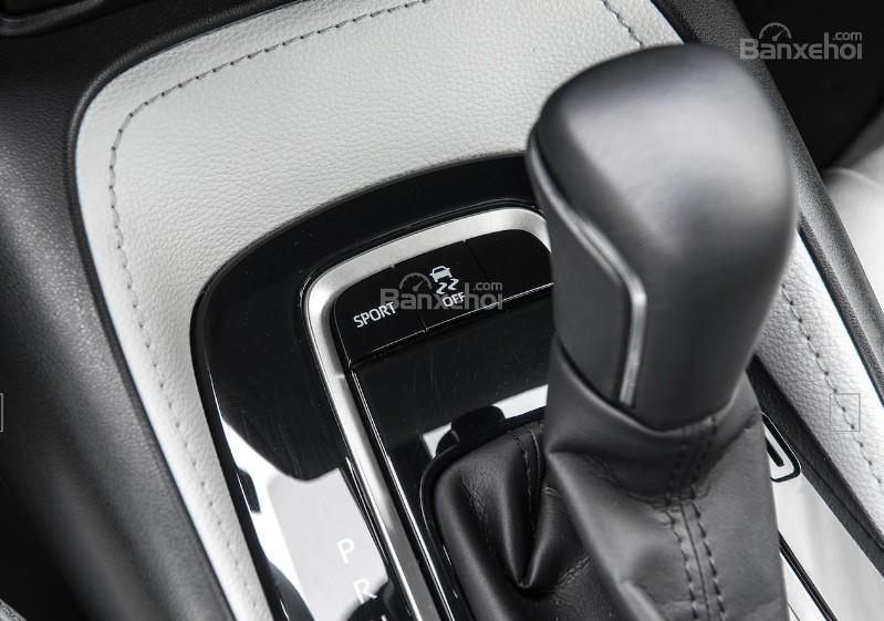 Toyota Corolla 2019 và Toyota C-HR 2019: Chọn hatchback hay CUV? - Ảnh 17.