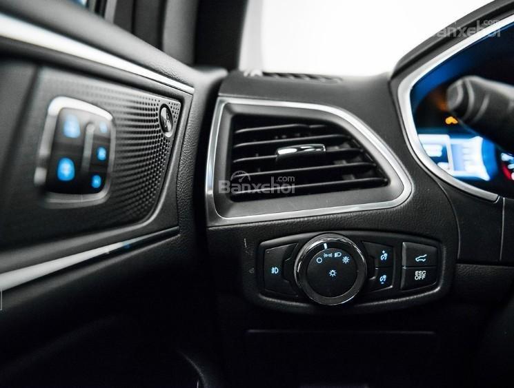 Đánh giá xe Ford Edge ST 2019: Cửa điều hòa bên ghế lái.