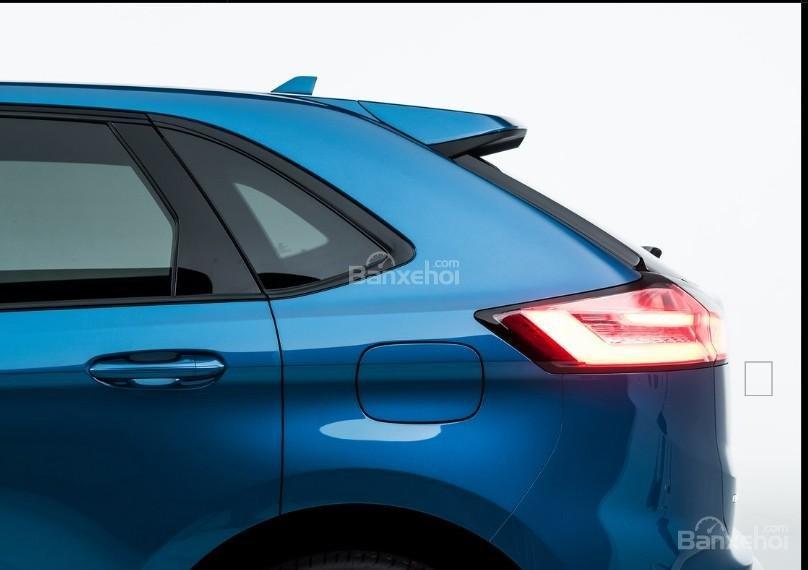 Đánh giá xe Ford Edge ST 2019: Hông xe phía đuôi.
