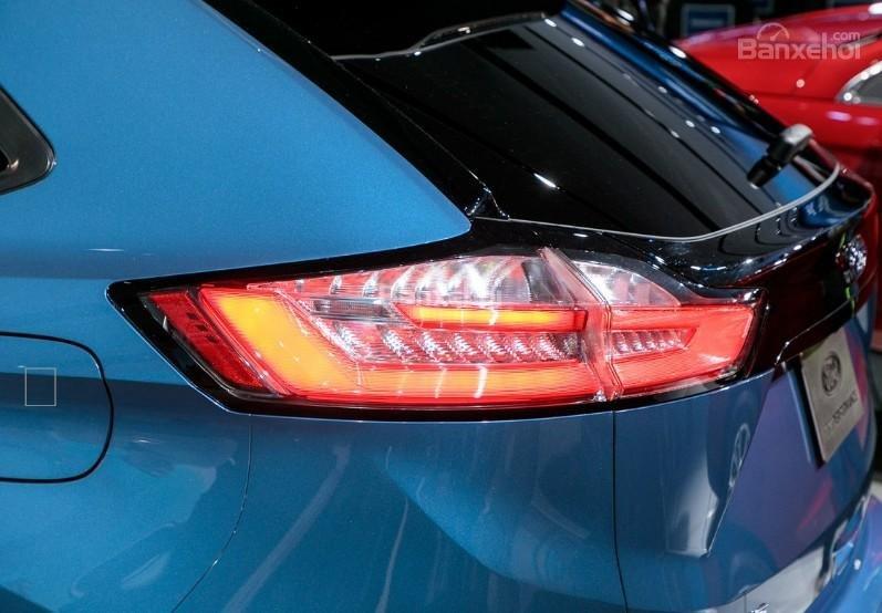Đánh giá xe Ford Edge ST 2019: Đèn hậu.