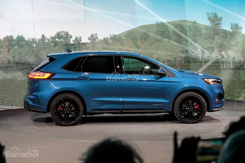 Đánh giá xe Ford Edge ST 2019: Thân xe.