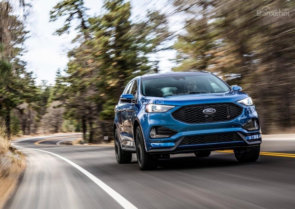 Đánh giá xe Ford Edge ST 2019: Xe được trang bị hệ thống treo độc lập.