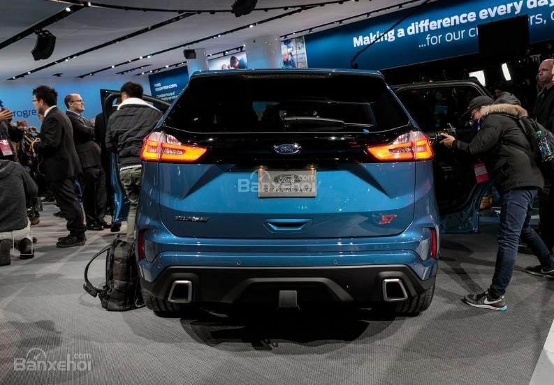 Đánh giá xe Ford Edge ST 2019: Đuôi xe.