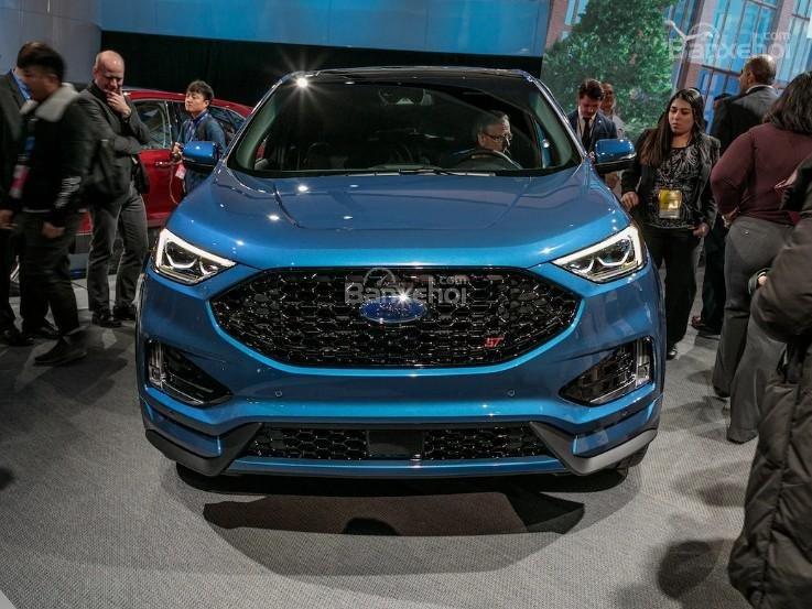 Đánh giá xe Ford Edge ST 2019: Đầu xe.