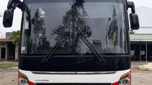 Cần bán xe Hyundai Universe 3.9 MT đời 2017, hai màu-0