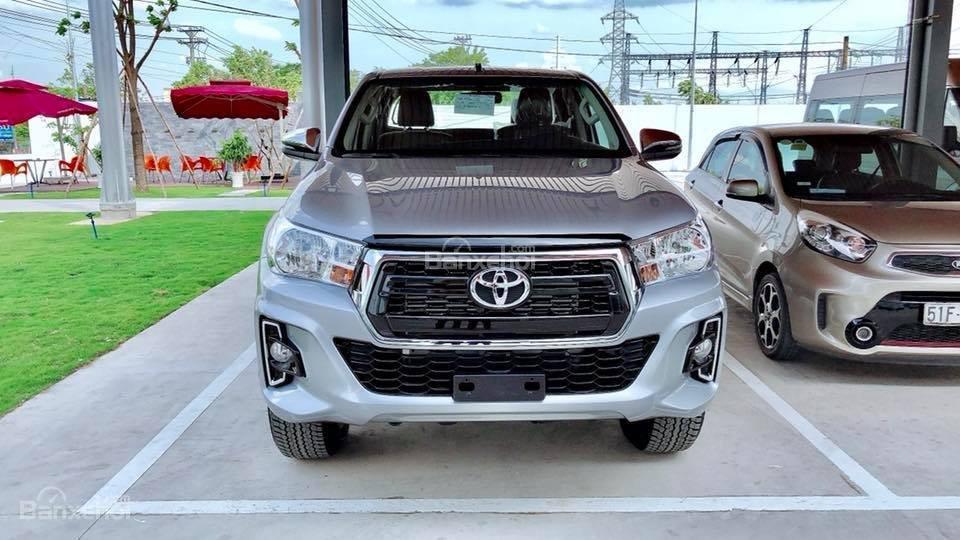 Toyota Tân Cảng bán Toyota Hilux 2019 nhập khẩu, xe đủ màu giao ngay, nhiều quà tặng giá trị. LH 0901923399-0