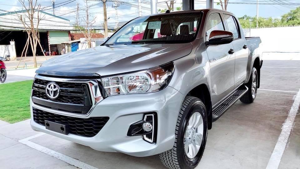 Toyota Tân Cảng bán Toyota Hilux 2019 nhập khẩu, xe đủ màu giao ngay, nhiều quà tặng giá trị. LH 0901923399-1