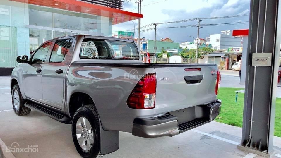 Toyota Tân Cảng bán Toyota Hilux 2019 nhập khẩu, xe đủ màu giao ngay, nhiều quà tặng giá trị. LH 0901923399-2