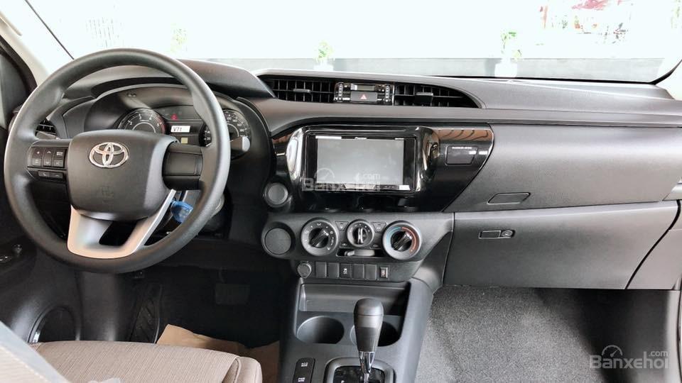 Toyota Tân Cảng bán Toyota Hilux 2019 nhập khẩu, xe đủ màu giao ngay, nhiều quà tặng giá trị. LH 0901923399-4