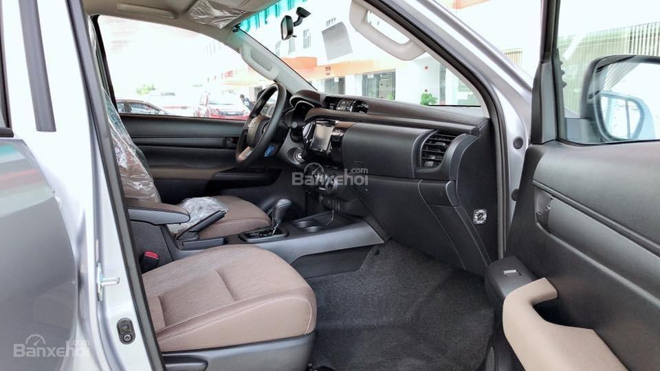 Toyota Tân Cảng bán Toyota Hilux 2019 nhập khẩu, xe đủ màu giao ngay, nhiều quà tặng giá trị. LH 0901923399-5