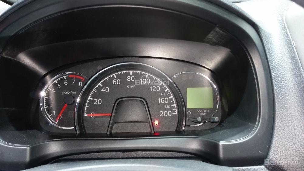 So sánh Toyota Wigo và Chevrolet Spark về đồng hồ lái.