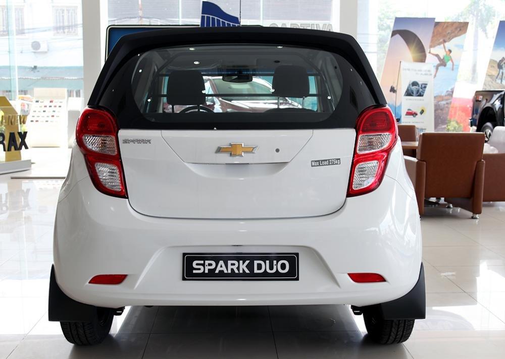 So sánh Toyota Wigo và Chevrolet Spark về đuôi xe 3