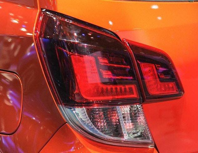 So sánh Toyota Wigo và Chevrolet Spark về đuôi xe 5
