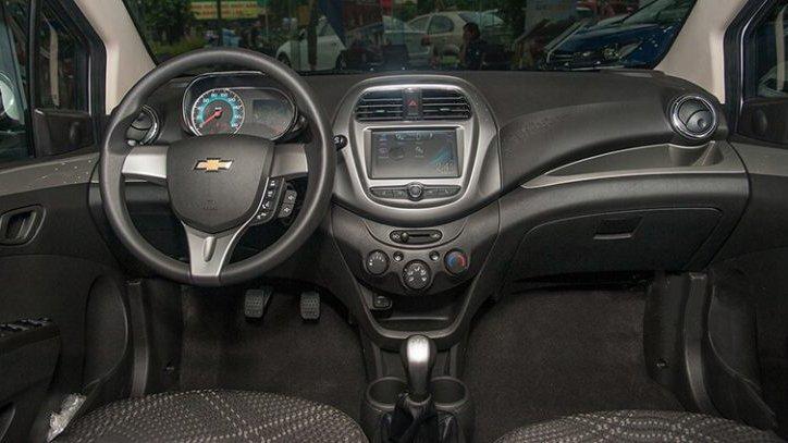 Toyota Wigo 2018 sở hữu khoang cabin rộng hơn Chevrolet Spark một chút 3