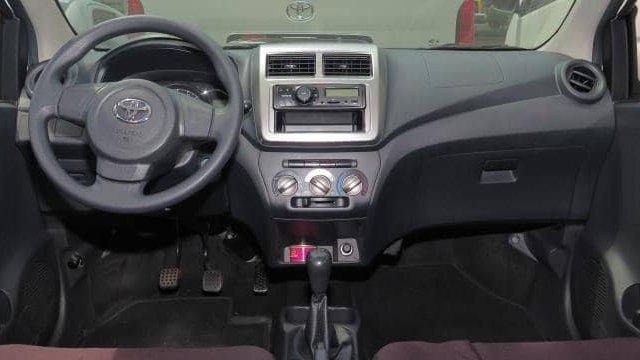 Toyota Wigo 2018 sở hữu khoang cabin rộng hơn Chevrolet Spark một chút.