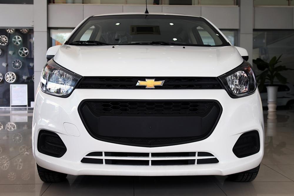 So sánh Toyota Wigo và Chevrolet Spark về đầu xe 3