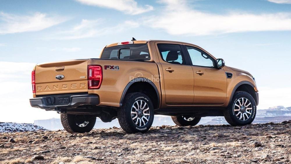 Xe bán tải có phải gắn phù hiệu xe tải và bị hạn chế lưu thông hay không?